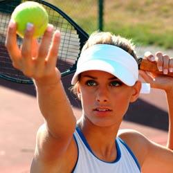 Играть в теннис